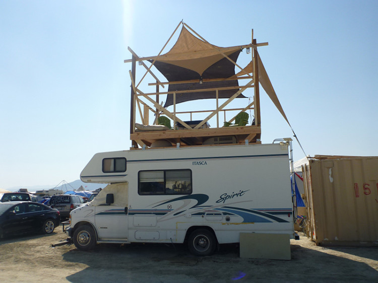 burning-man-tiny-house11