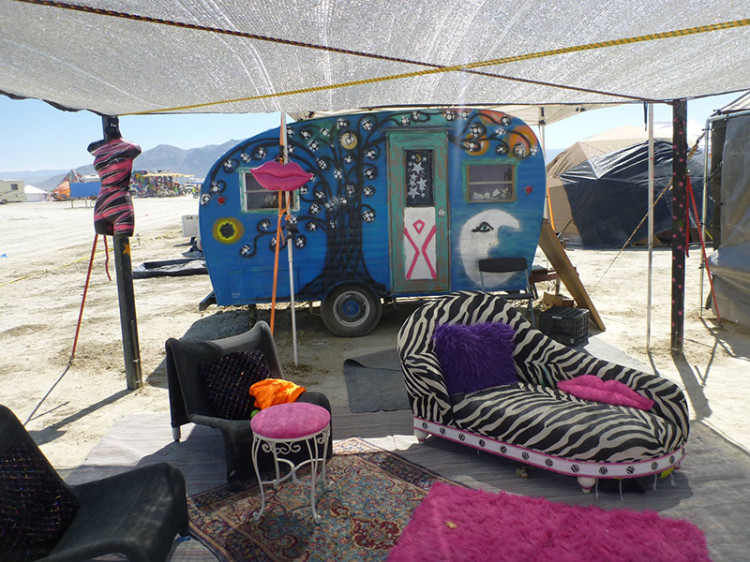 burning-man-tiny-house34